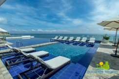 Poseidon Hotel condominiums Manta Ecuador infinity pool beachfront