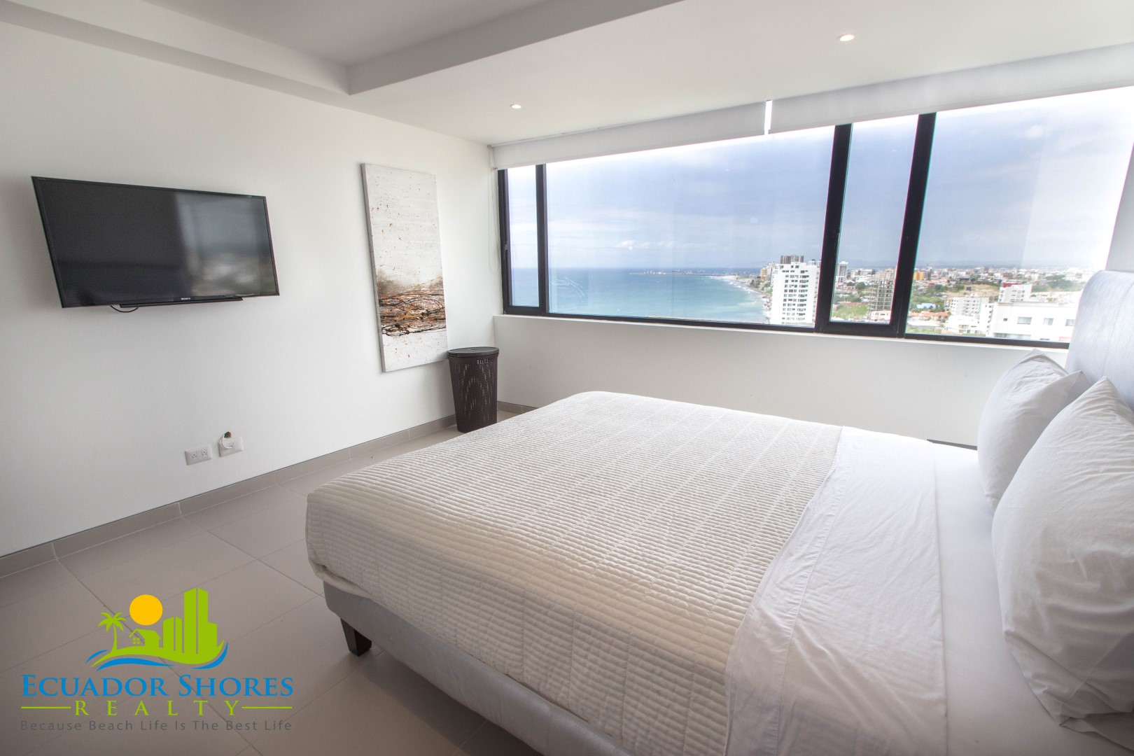 Fully furnished 2-2 with ocean and city views! Manta