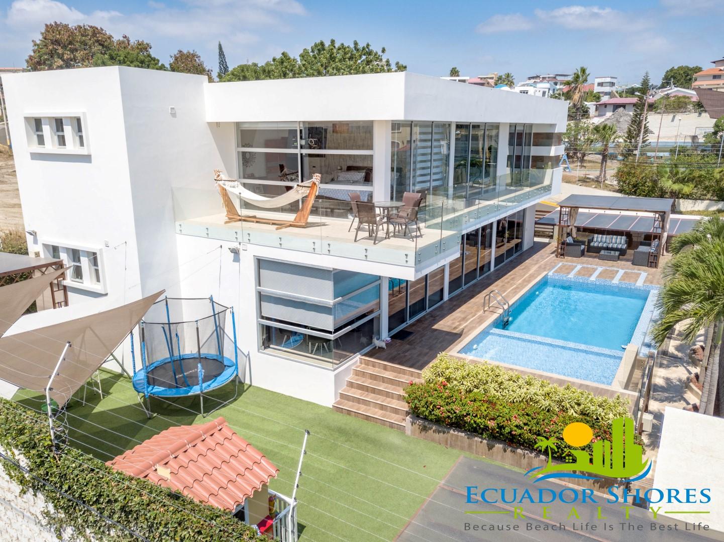Custom Manta Ecuador pool home ESR